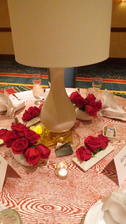 A Currey & Company lamp is the centerpiece for this tabletops design for the WithIt Conference