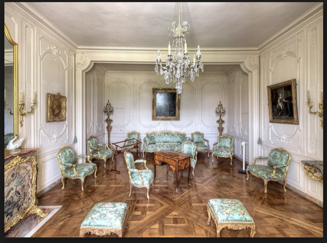 Gold glints in Madame de Pompadour's apartment, decorative luxury an obsession
