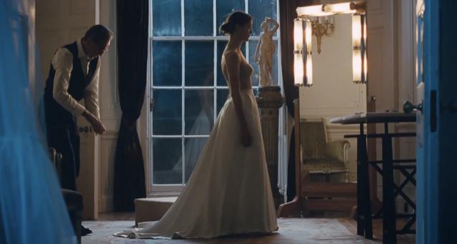 Daniel Day Lewis sews in Phantom Thread