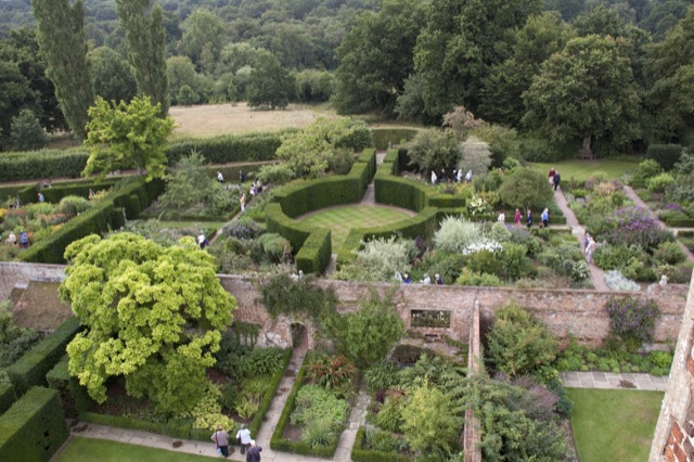 The garden at Sissinghurst. Image courtesy WikiMedia and Tony Hisgett.