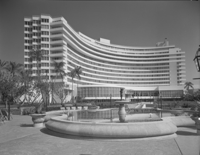 The Fontainebleau in 1955 when it was newly finished.