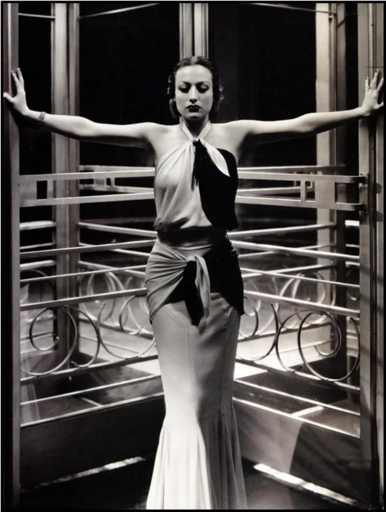 Joan Crawford in 1932. Image in public domain.